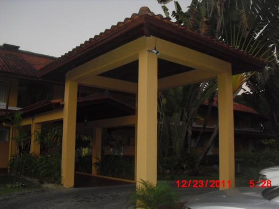 Albrook Inn: Another view of the entrance