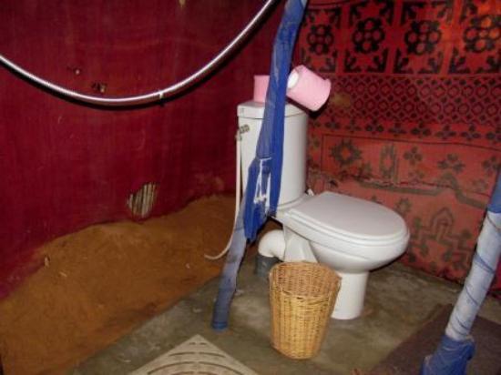 KemKemia Bivouac Erg Chebbi Merzouga: El baño