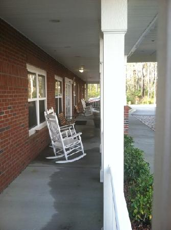 Country Inn & Suites by Radisson, Wilmington, NC: rocking chairs. view of the woods.