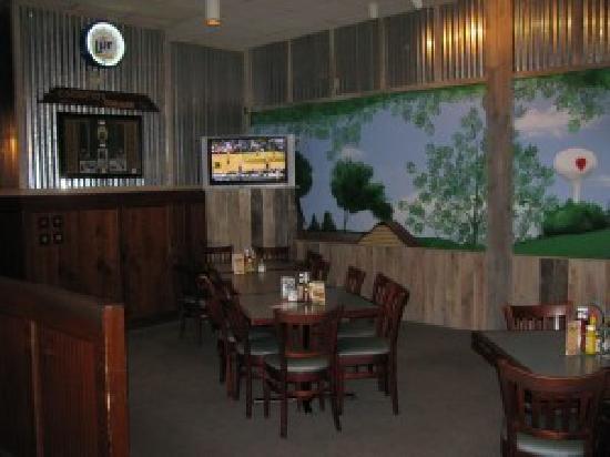 Backyard Grill & Bar: BYG Loves Park Tree House