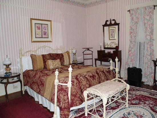 Angel Rose Bed & Breakfast: The Rose Room
