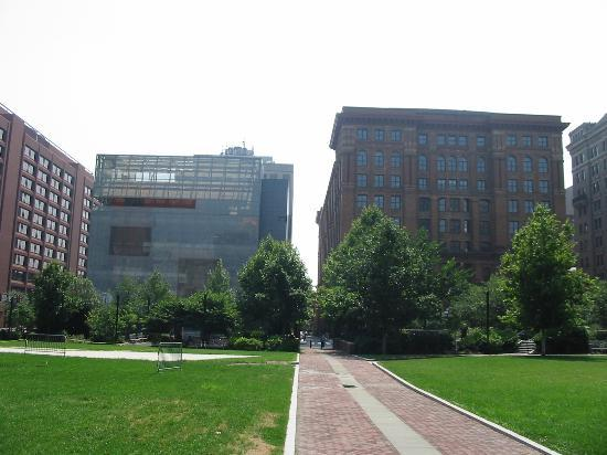 National Museum of American Jewish History: Exterior - Museum to the left