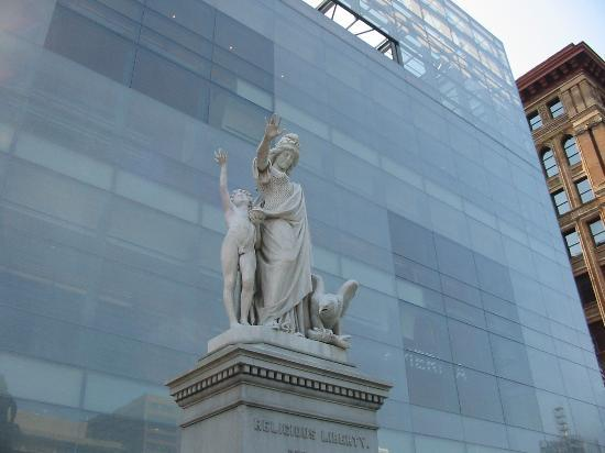 National Museum of American Jewish History: Statue