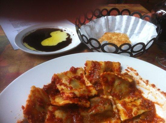 Paliotti's Italian Restaurant: porchini tortalonni in Arrabiata sauce