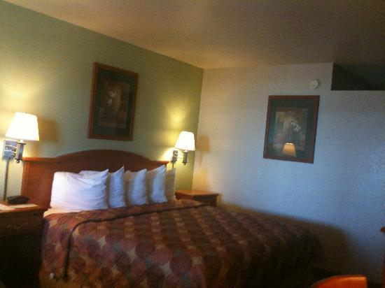 Days Inn Roswell: Big comfortable bed