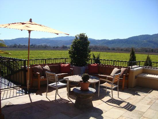 Round Pond Estate: Outdoor tasting area