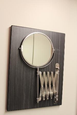 Superieur Grand Times Hotel Sherbrooke: Retractable Mirror