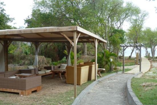 HOTEL CAP MACABOU: accès à la plage