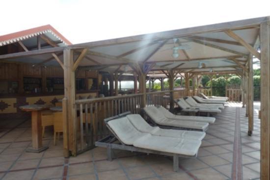 HOTEL CAP MACABOU: transats et bar