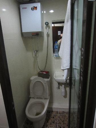 Nagaland Guest House: Bathroom