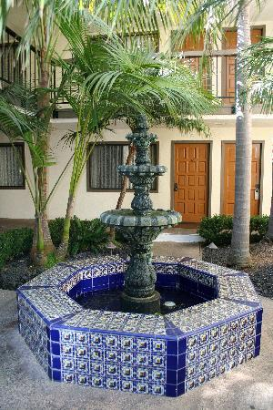 Franciscan Inn & Suites : Beautiful Fountain