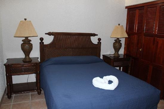 Las Sirenas Hotel & Condos: condo bedroom