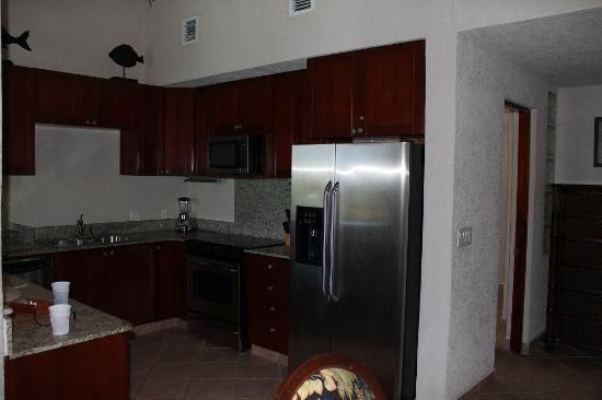 Las Sirenas Hotel & Condos: Kitchen
