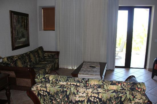 Las Sirenas Hotel & Condos: living room 1