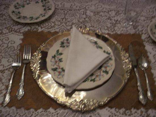 Antebellum Guest House: Full china place settings