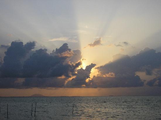 Blue Mountain Kelong: blazing sunrise