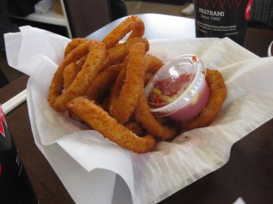 Johnnie's Pastrami: PERFECT onion rings!