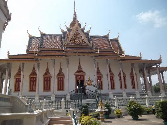 Orussey Hotel: silver pagoda
