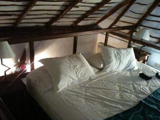 Kinbe Hotel: Bed area