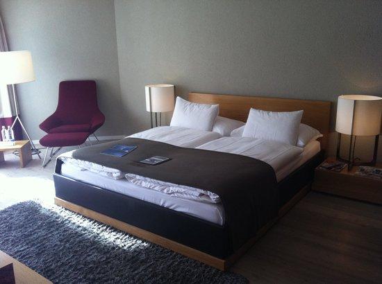 Hotel Schweizerhof: Blick aufs Bett