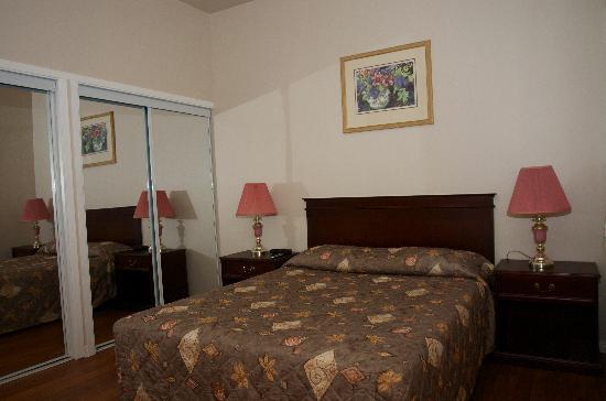 Country Inn Motel: Room