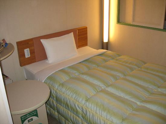 R & B Hotel Morioka Station: view of the bed