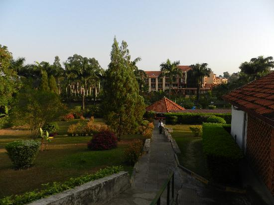 Mbale Resort Hotel: Gardens and pool in between the two wings