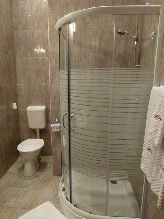 Atlantic Hotel : Bathroom