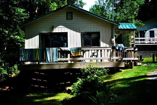Shamrock Motel & Cottages: Wonderful cabin setting