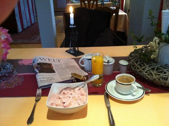 Bergen, Germany: Mein Tag begann mit leckerem Frühstück in entspannter Umgebung.