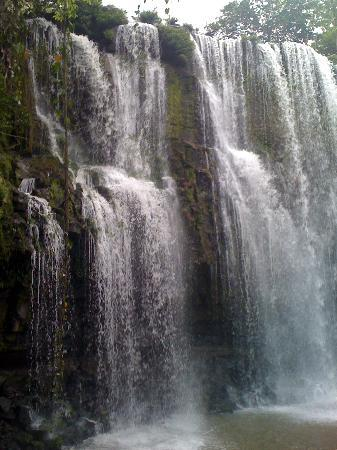 Sugar's Monkey: The waterfalls nearby... spent the whole day here! Freaking magical!