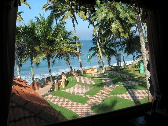 Black Beach Resort: vue depuis la fenêtre de notre chambre