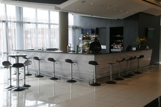 Park Inn Sandton: Bar