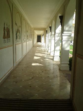 The Raj Palace Grand Heritage Hotel: One of the many corridors - charming