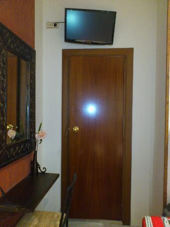 Hostal La Plata: Puerta del armario