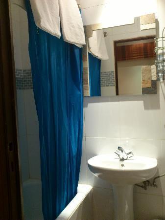 Hostal La Plata: Baño 2