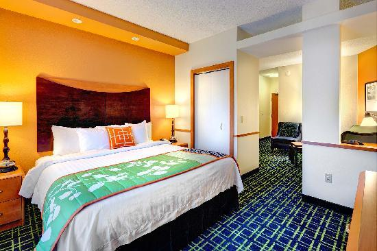 Fairfield Inn & Suites Ocala: Treat yourself fo a King suite guest room