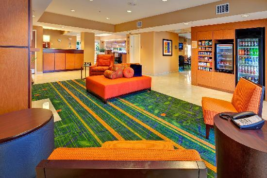 Fairfield Inn & Suites Ocala: The corner market keeps snacks and beverages always available