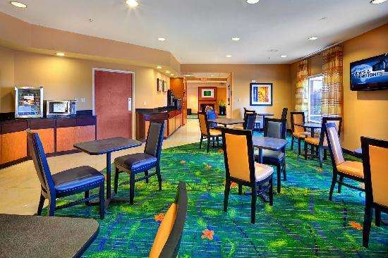Fairfield Inn & Suites Ocala : Enjoy the complimentary expanded breakfast here
