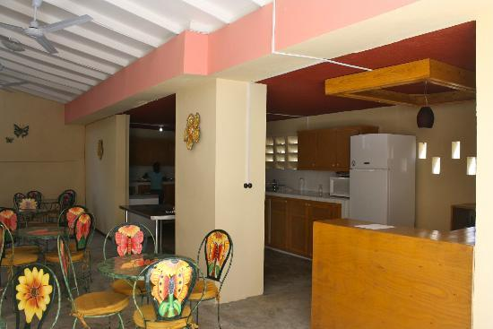 Trinity Lodge: Salle a manager a l'Haitienne