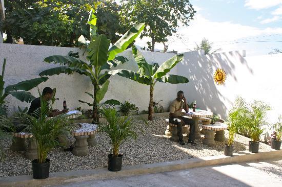 Trinity Lodge: Petit Jardin