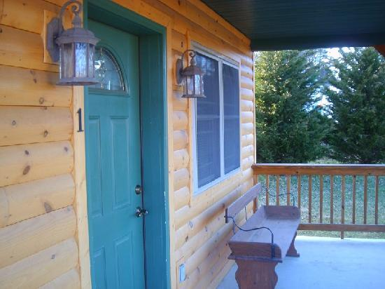 7 C's Lodging : Outside cabin