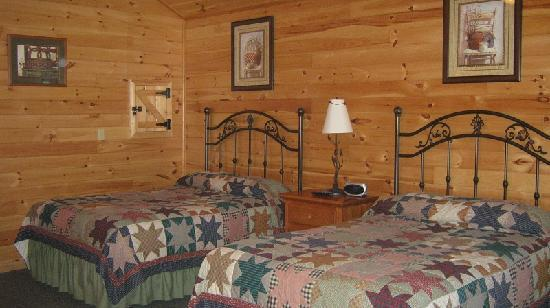 7 C's Lodging: Two double beds