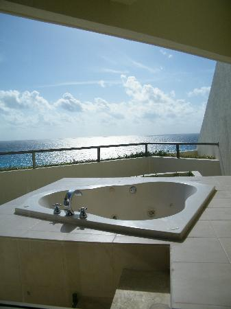 ocean front balcony view picture of iberostar cancun cancun tripadvisor. Black Bedroom Furniture Sets. Home Design Ideas