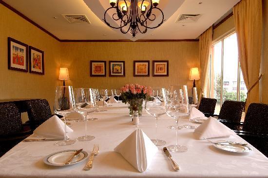 Kampala Serena Hotel: The Pearl Restaurant
