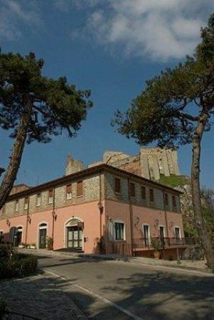 Touristic Residence Cesarina: Foto dell'Hotel dalla strada