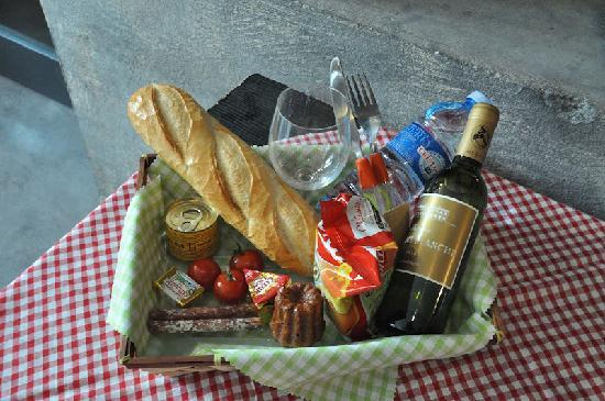 panier picnic picture of chateau du taillan le taillan medoc tripadvisor. Black Bedroom Furniture Sets. Home Design Ideas