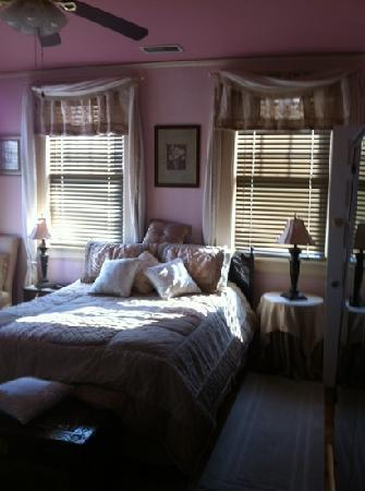 Ambrias Garden Manor Bed and Breakfast: Private Suite