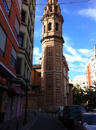 Bodega El Mercat: Church near El Mercat