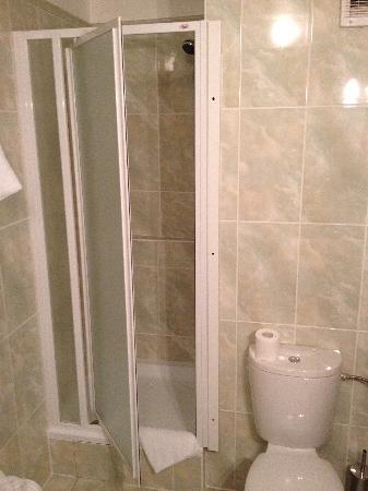 Antik: Großes Badezimmer - aber kaum Ablagemöglichkeiten !